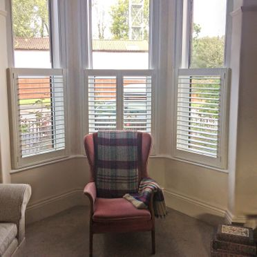 Bay_window_cafe_style_shutters