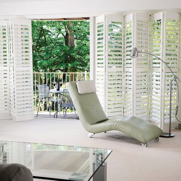 Recliner_track_shutters