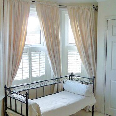 Bedroom_cafe_style_shutter