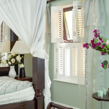 Bedroom_tier_on_tier_shutters