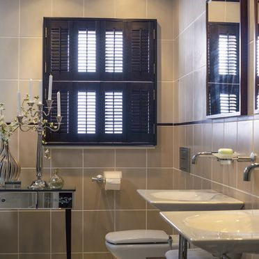 Bathroom_tier_on_tier_dark_shutters