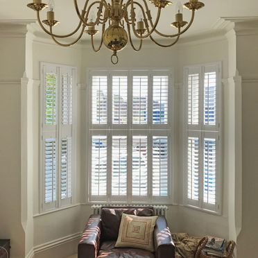 Bay_window_tier_on_tier_shutters